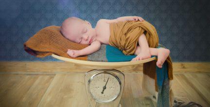 Neugeborenenshooting mit Felix