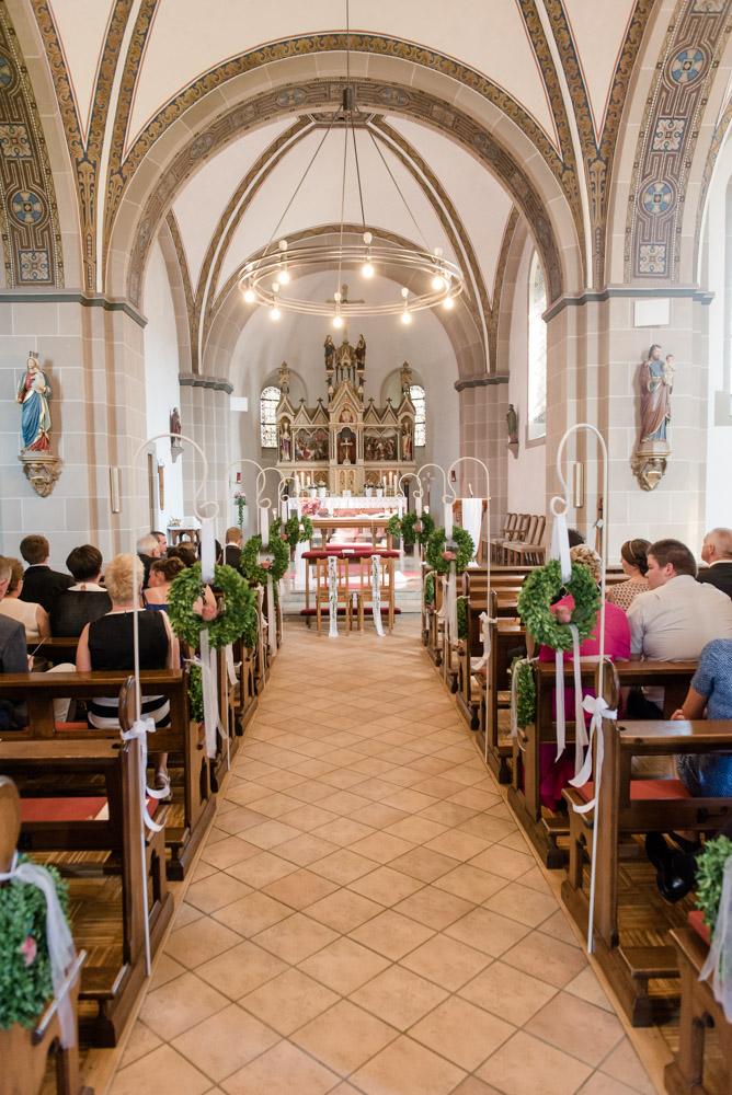 hochzeitsfotos-hochzeitsreportage-hoexter-schmechten-hochzeitsfotografin-paderborn-kirchliche-trauung