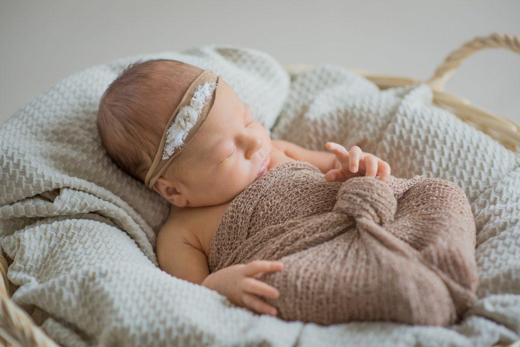 Neugeborenenshooting-Guetersloh-Babyshooting-zu-Hause-Fotograf-Paderborn