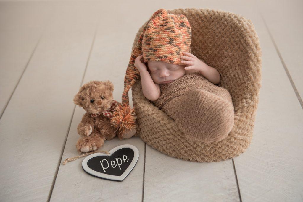Neugeborenenshooting-Fotograf-Paderborn-Babyshooting-zu-Hause