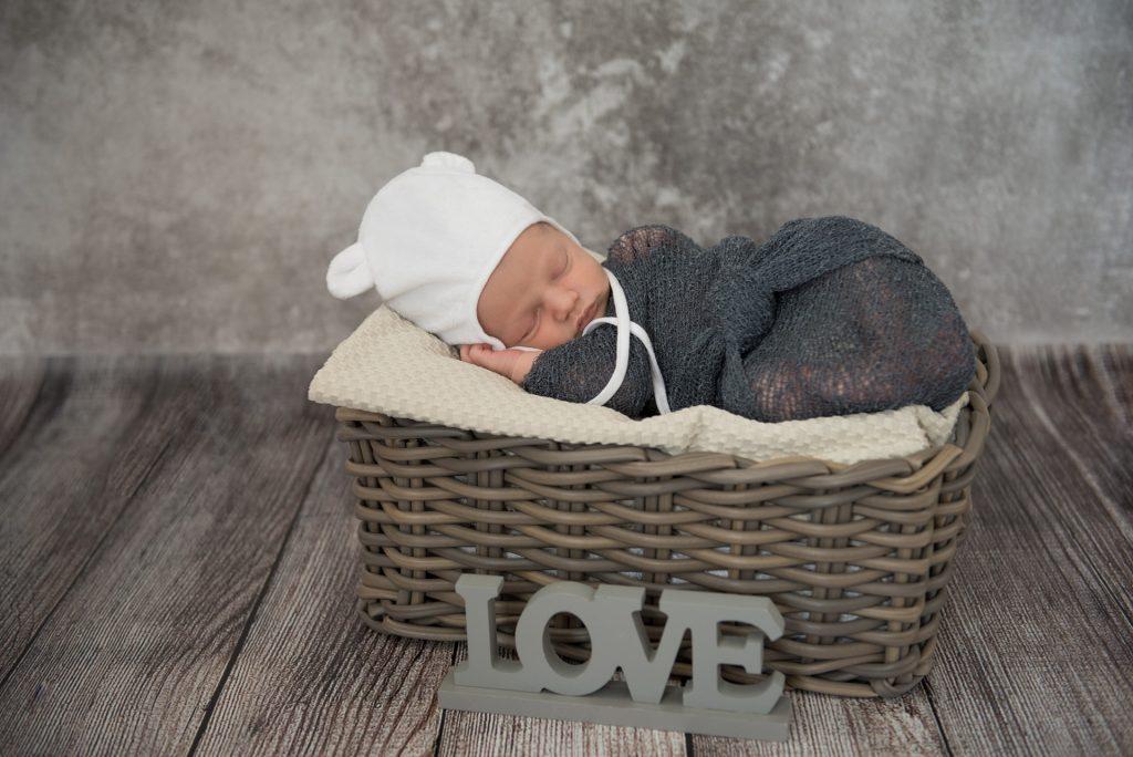 Babyshooting-Hoexter-Neugeborenenshooting-zu Hause-Fotograf-Paderborn