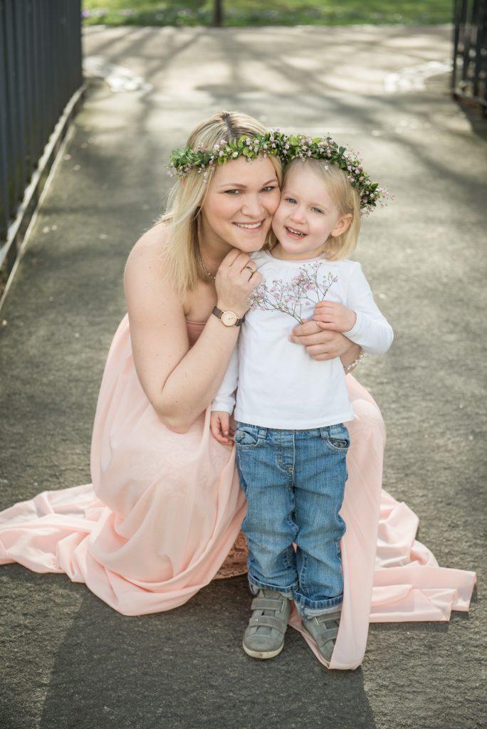 Babybauch-Familienshooting-Babybauchshooting-Schwangerschaft-Schwangerschaftskleid-Fotograf-Paderborn-Nadine-Kollakowski-Fotografie