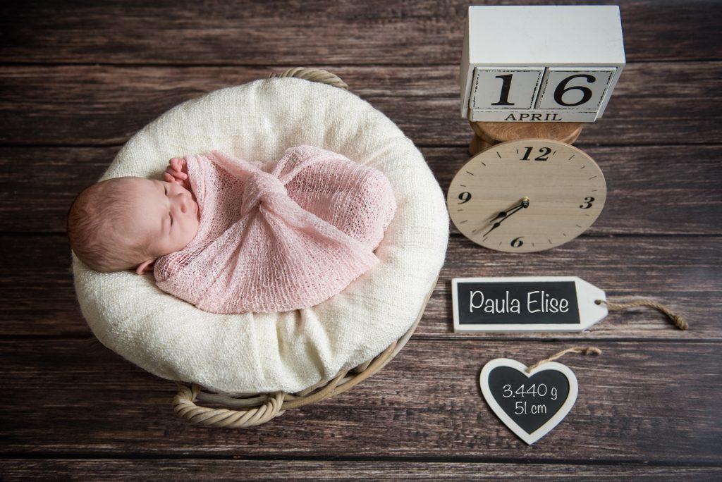 Neugeborenenshooting-RhedaWiedenbrueck-Fotograf-Paderborn-Guetersloh-Bielefeld-Babyshooting-NadineKollakowskiFotografie