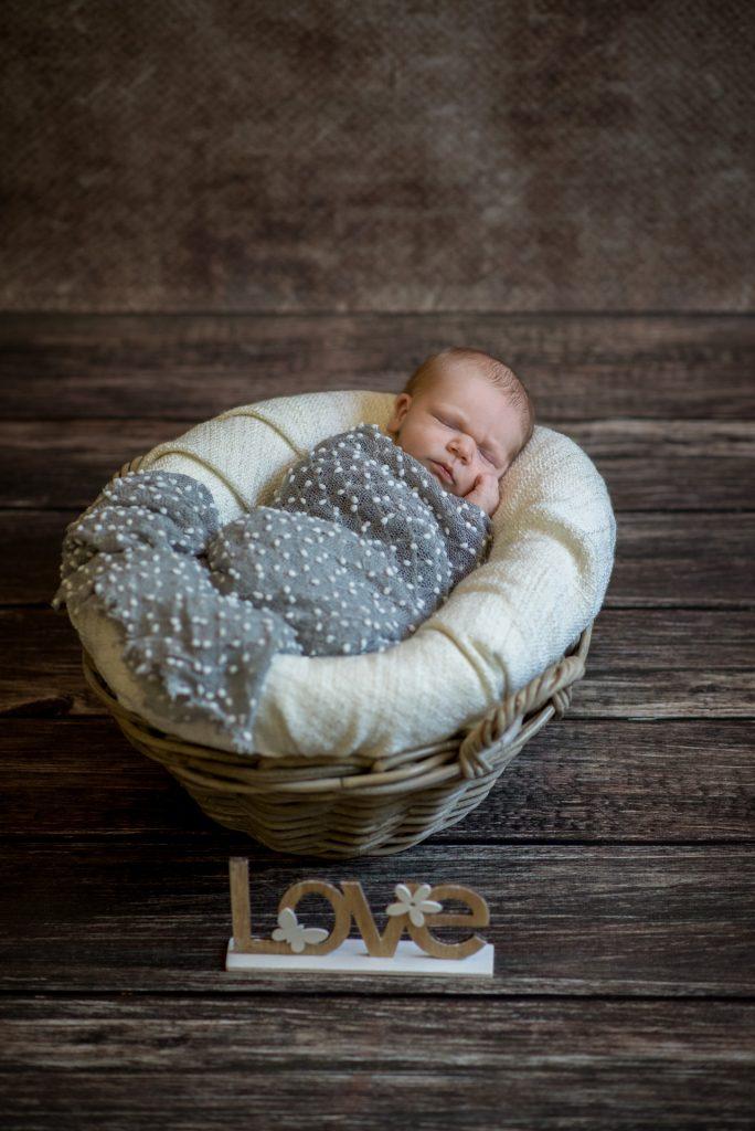 Neugeborenenshooting-Babyshooting-Bielefeld-zuHause-Homestory-NadineKollakowskiFotografie-FotografPaderborn