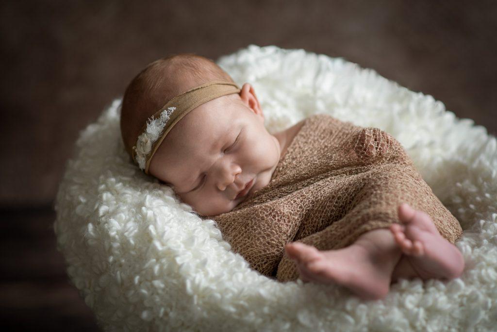 Neugeborenenshooting-Babyshooting-Halle-Guetersloh-zuHause-Homestory-NadineKollakowskiFotografie-FotografPaderborn