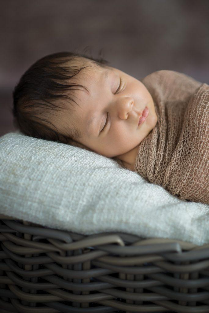 Neugeborenenshooting-Babyshooting-zuHause-Guetersloh-Paderborn-Bielefeld-Hoexter-NadineKollakowskiFotografie-FotografPaderborn-FotografGuetersloh