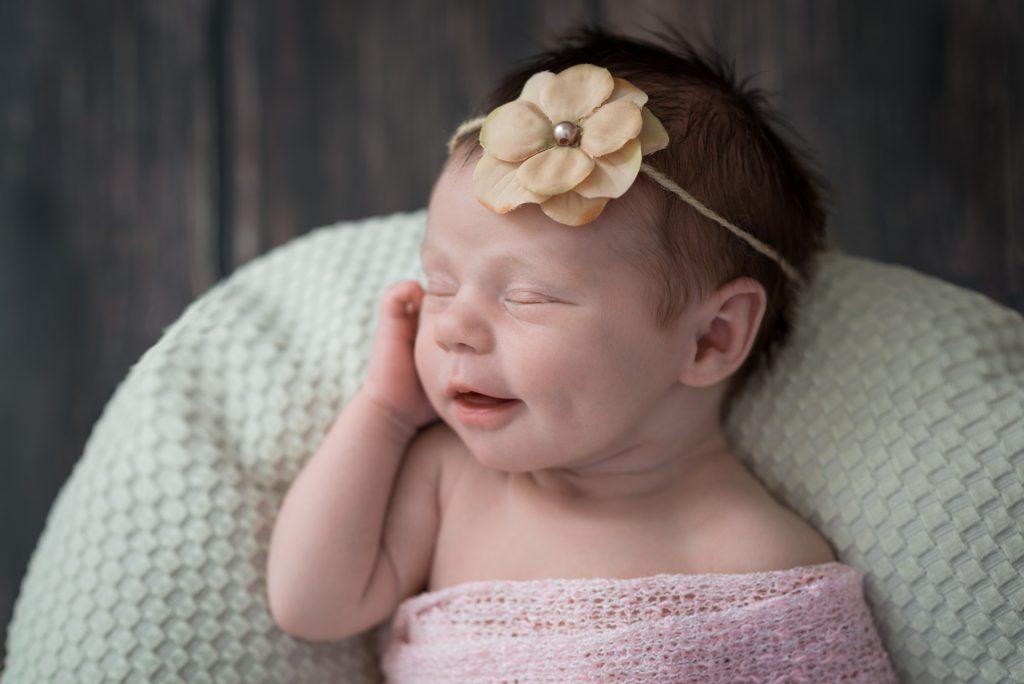 Babyshooting-Babyfotos-Neugeborenenshooting-zuHause-FotografPaderborn-Schlangen-NadineKollakowskiFotografie