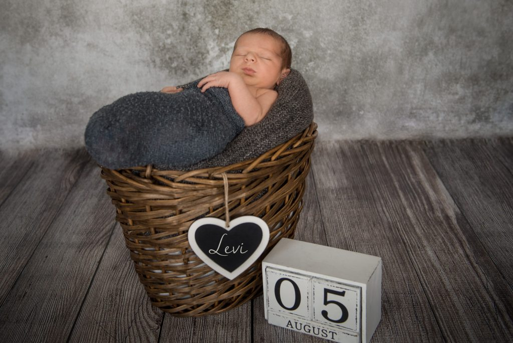 Babyshooting-Neugeborenenshooting-zuHause-FotografPaderborn-FotografGuetersloh-NadineKollakowskiFotografie