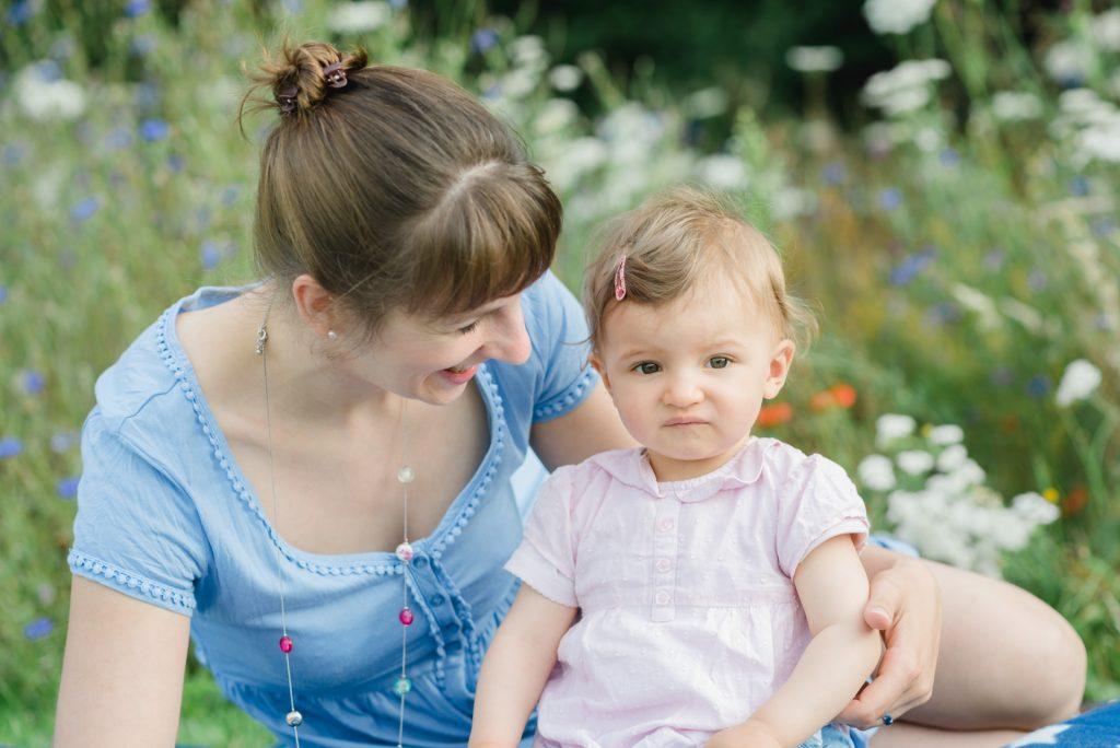 MamaTochterShooting-Kinds-Kinderbilder-NadineKollakowskiFotografie-Blumenwiese-Paderborn-FotografPaderborn-FotografGuetersloh-FotografHoexter